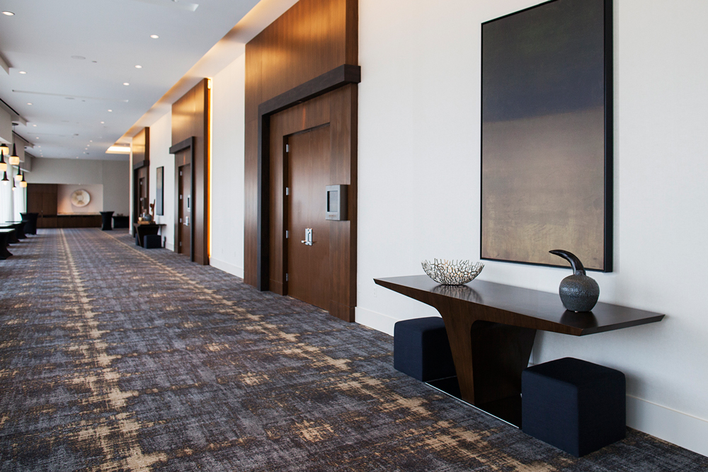 Hyatt-Console-in-Hall_9
